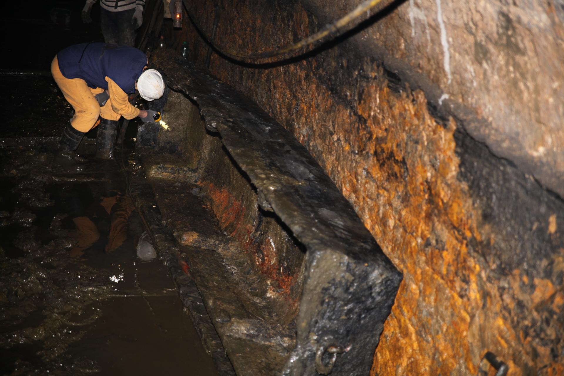 Stuletnia drewniana łódź znaleziona w 2012 roku podczas udrażniania<p alt=