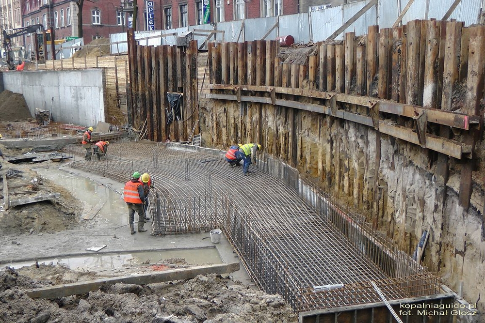 Budowa portu - wylotu Sztolni w centrum Zabrza (rok 2012)<p alt=